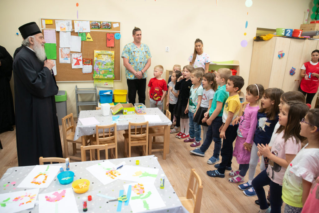 Патријарх у посети српској школи Никола Тесла у Будимпешти